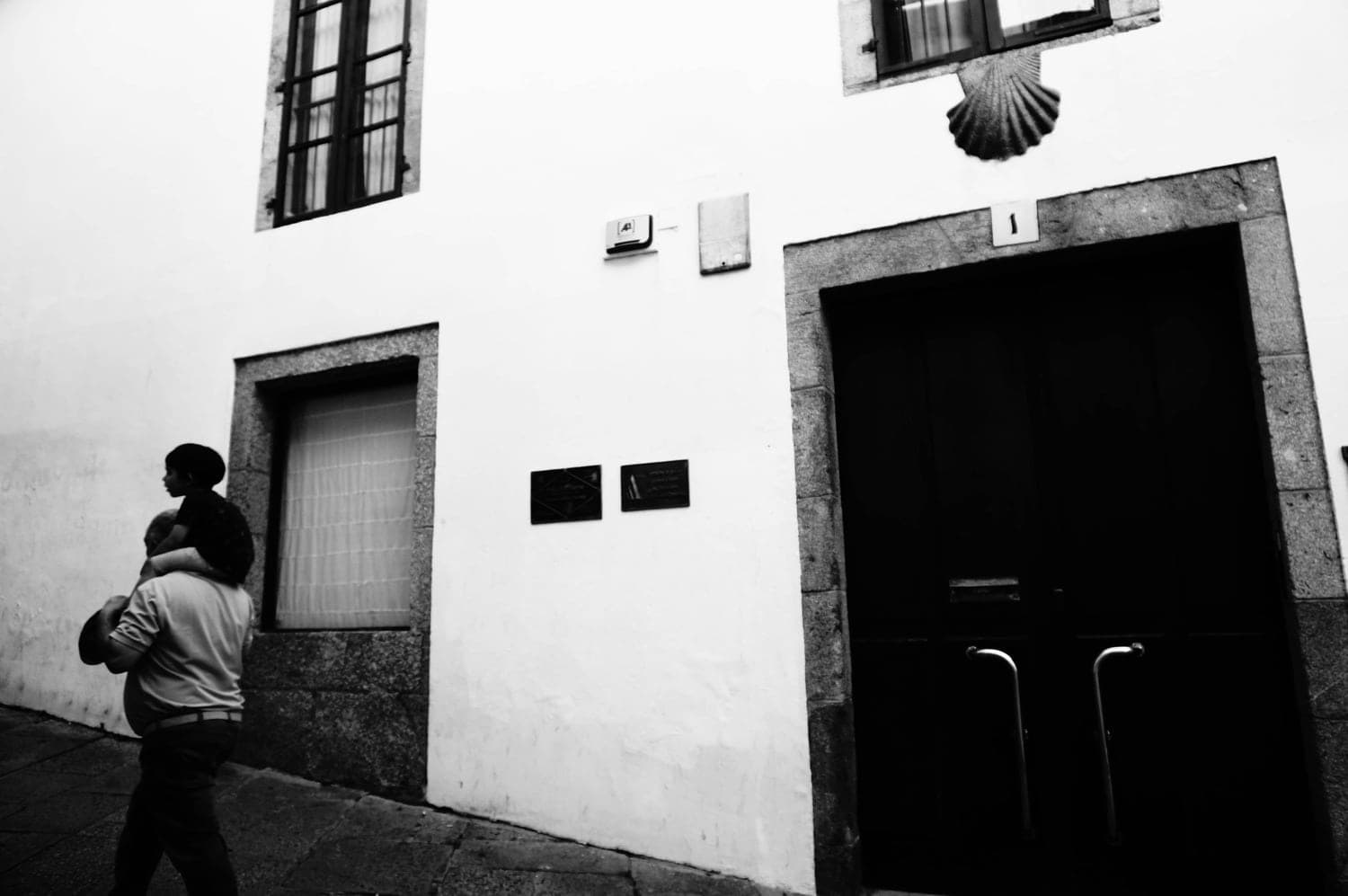 portugal, fog, brouillard, vent, wind, photographie, art, street photography, photographie de rue, blakc and white